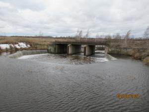 Автоматический открытый водосброс с переливной стенкой, пруд  на р. Сенка